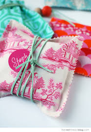 cloth gift bags tutorial make gorgeous no sew fabric gift bags we are scout