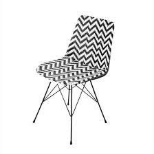 carte monde noir et blanc chaise en résine tressée et métal blanche zigzag maisons