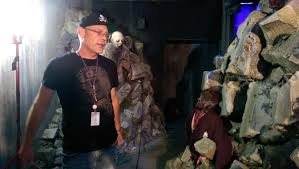 2014 halloween horror nights behind the thrills sneak peek at the walking dead end of the