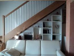 soggiorno sottoscala armadi a muro