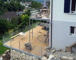 balkon und terrasse balkon terrasse holzrost gelaender maschendraht 02 stahlbau