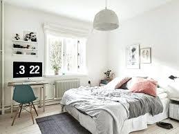 decoration murale chambre deco mural chambre mur couleur blanche tapis gris parure de lit et