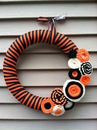 halloween wreath black and orange striped fabric with felt