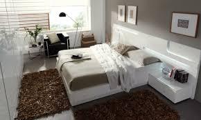 tapis chambre à coucher chambre marron et blanche waaqeffannaa org design d intérieur et