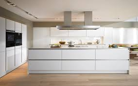 G Stige Hochglanz K Hen Moderne Landhausküche Weiß Landhauskuche In Grau Weis Mobel