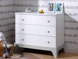 chambre bébé blanc et gris commode blanc et gris clair