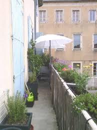 amenager balcon pas cher aménagement de balcon comment démarrer zalinka pour
