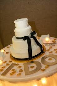 awesome easy wedding cake decorating ideas with wedding cake table