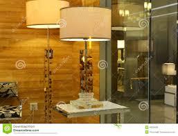 eclairage de bureau lampe de bureau en cristal dans la fenêtre de boutique d u0027éclairage