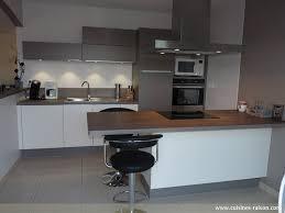 table de cuisine en stratifié table ilot centrale cuisine 15 cuisine couloir parallele