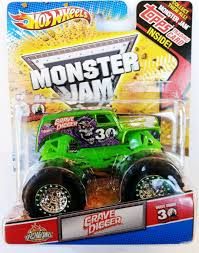 monster jam grave digger truck amazon com monster jam 2012 grave digger green spectraflames