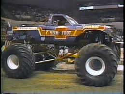 first bigfoot monster truck bearfoot vs bigfoot youtube