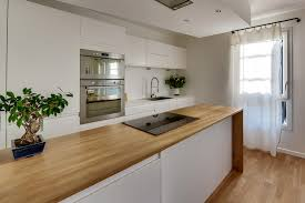 plan de travail cuisine chene massif aménager une cuisine avec un îlot sur mesure en chêne massif