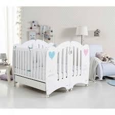 chambre de bébé jumeaux chambre pour jumeaux jumelles chambre design jumeaux le trésor