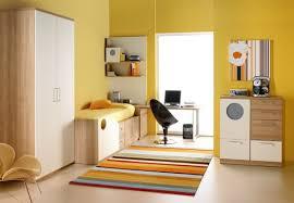 couleur chambre d enfant the shopping de couleur jaune pour chambre d enfants modernes
