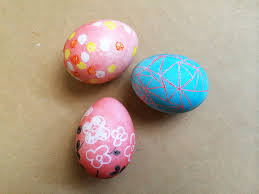 wax easter egg decorating the pink doormat crayon resist easter eggs