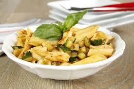 cuisine des courgettes penne au poulet et courgettes à l italienne maggi