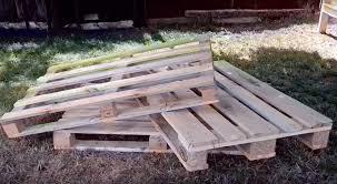 comment fabriquer un canapé en palette voici comment fabriquer un canapé de jardin avec 3 palettes