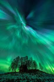 fast solar wind causes aurora light shows nasa