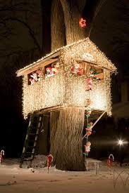 christmas tree house christmas treehouse awesome views pinterest treehouse