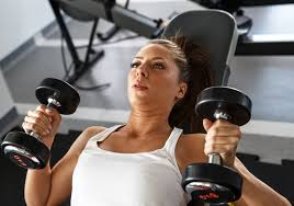 how much weight should i lift on a dumbbell bench press