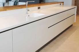 plan de travail cuisine en resine plan de travail résine pour une cuisine moderne corian kitchen