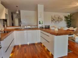 plan de travail cuisine blanc laqué cuisine blanche plan de travail bois trendy meuble de cuisine