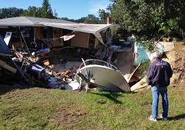 80 foot wide u0027sinkhole u0027 swallows florida home along with boat and