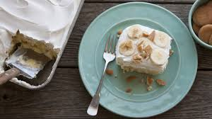 banana pudding poke cake recipe bettycrocker com