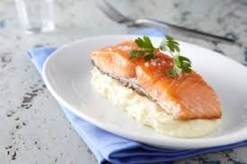 cuisine pavé de saumon recette de pavé de saumon mi cuit purée de pommes de terre facile