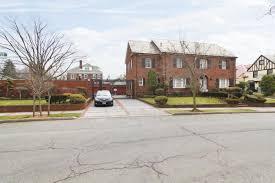 Four Car Garage Prestigious U0027 Bay Ridge Mansion With Enormous Backyard Asks 3 3m