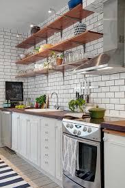 credence cuisine metro le carrelage métro blanc fait fureur dans la cuisine archzine fr