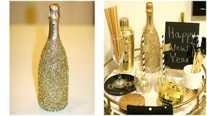 New Years Eve Wine Bottle Decoration by Glittery Champagne Bottle Diy New Year U0027s Decorating Ideas