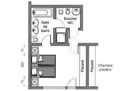 une chambre à coucher avec salles de et de bains wc