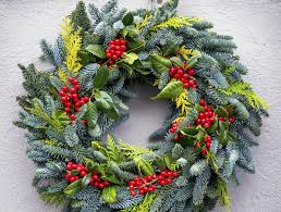 how to make a wreath how to make a proessional looking wreath above beyondabove
