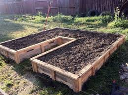 Wood For Raised Vegetable Garden by Best 20 Pallet Garden Box Ideas On Pinterest Gardening
