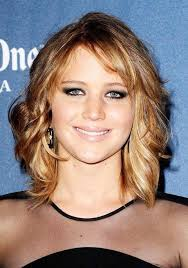 collarbone length wavy hair jennifer lawrence s shoulder length wavy hairstyle party everyday