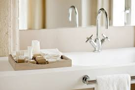 Staged Bathroom Pictures by 8 Home Staging Tricks Used By The Billionaires To Sell Their Homes