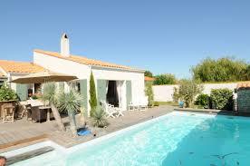 chambre des m騁iers ile de location de vacances la couarde sur mer villa avec piscine n 0434