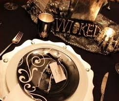 Halloween Wedding Table Centerpieces by 40 Dramatic Halloween Weddings Table Settings Happywedd Com