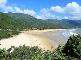 dai lanh beach vietnam coracle