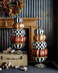 Halloween Lighted Pumpkin Decorations by Best 25 Pumpkin Topiary Ideas On Pinterest Fall Topiaries Fake
