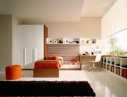tapis de sol chambre chambre enfant chambre deco tapis de sol noir design orange pouf