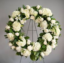 Flowers For Funeral Piros Feher Zold Temetkezesi Koszoruk 80 90 Cm Es átmérőjű