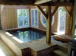 petite piscine enterree installer une piscine en bois dans votre salon c u0027est enfin possible