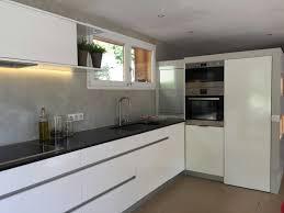 plan de travail cuisine blanche cuisine blanche plan de travail noir galerie avec impressionnant