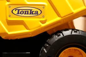 tonka mighty motorized fire truck toys u0027r u0027 us pulls tonka truck after it catches fire fortune
