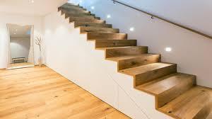 einbauschrank unter treppe der raum unter der treppe eignet sich auch hervorragend als