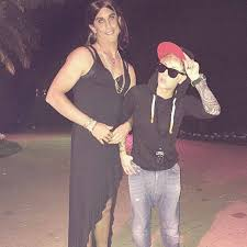 1990 halloween costumes kaley cuoco and husband go as justin bieber and selena gomez for