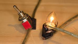 how to make a light bulb work with a battery sciencing